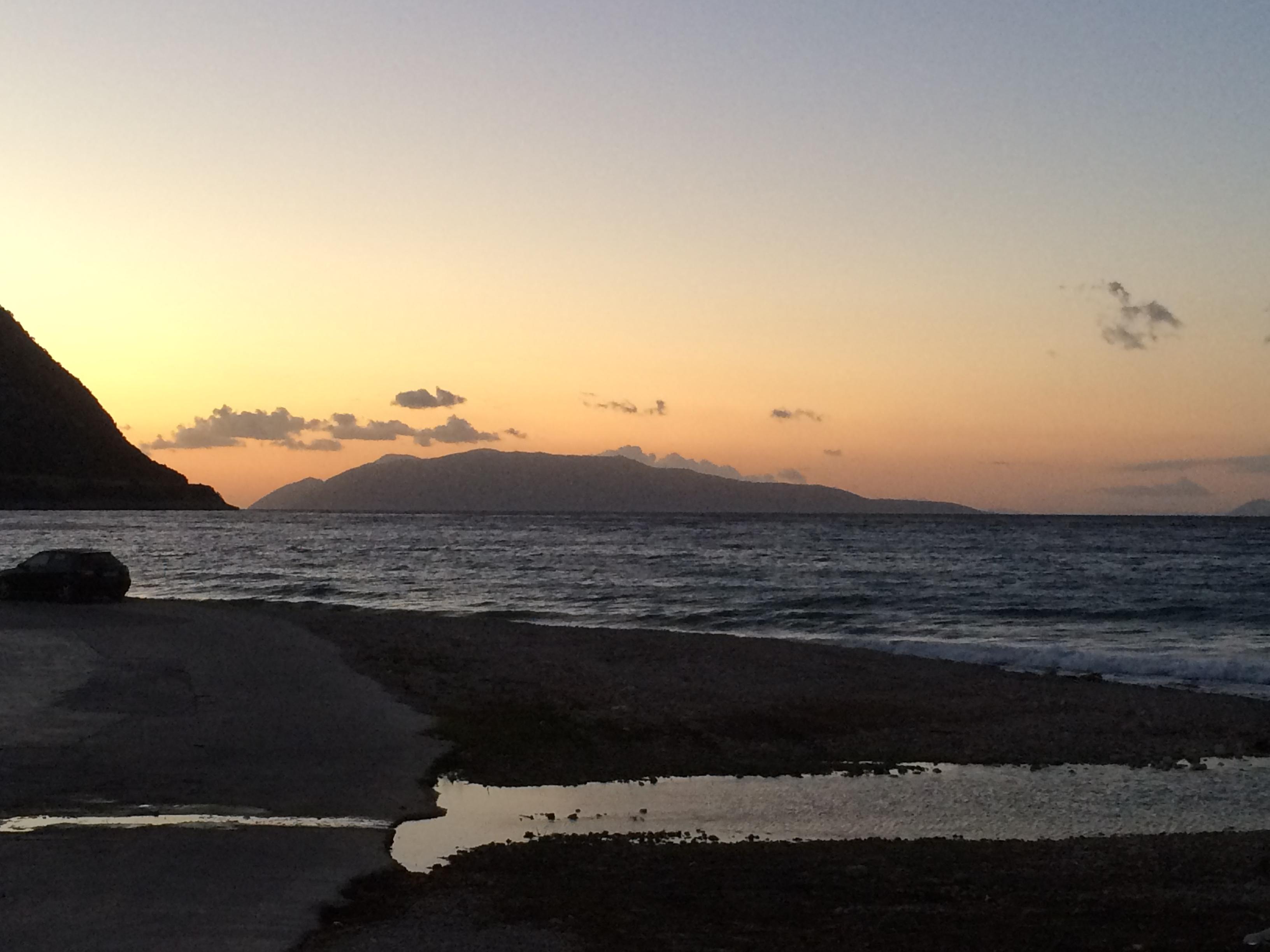 Tramonto a Poros, con vista sulla terra ferma