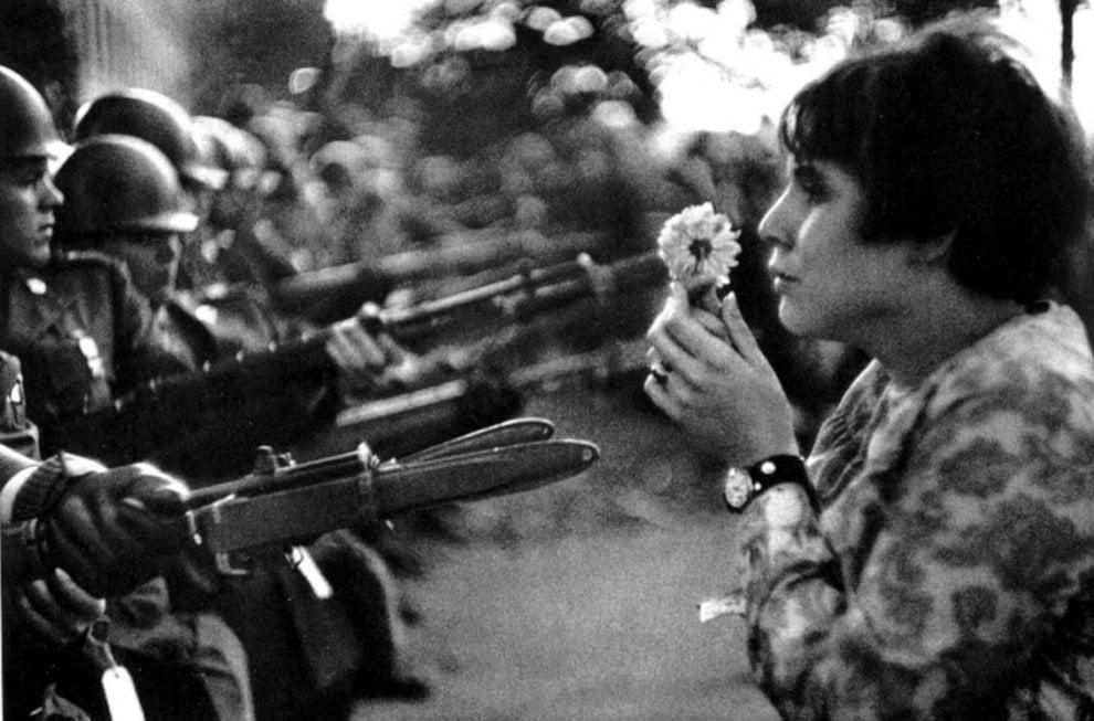 Mettete dei fiori nei vostri fucili